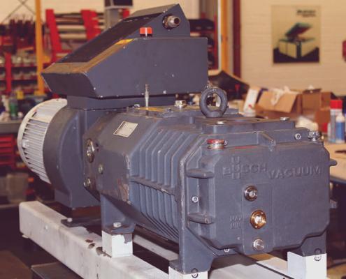 Vakuumpumpen auf Lager: Meier Anlagenservice verfügt über eine große Anzahl von neuen sowie gebrauchten und generalüberholen Vakuumpumpen diverser Hersteller und Leistungstufen. Sprechen Sie uns ans, wir haben bestimmt die richtige Vakuumpumpe auch für Ihren Betrieb!